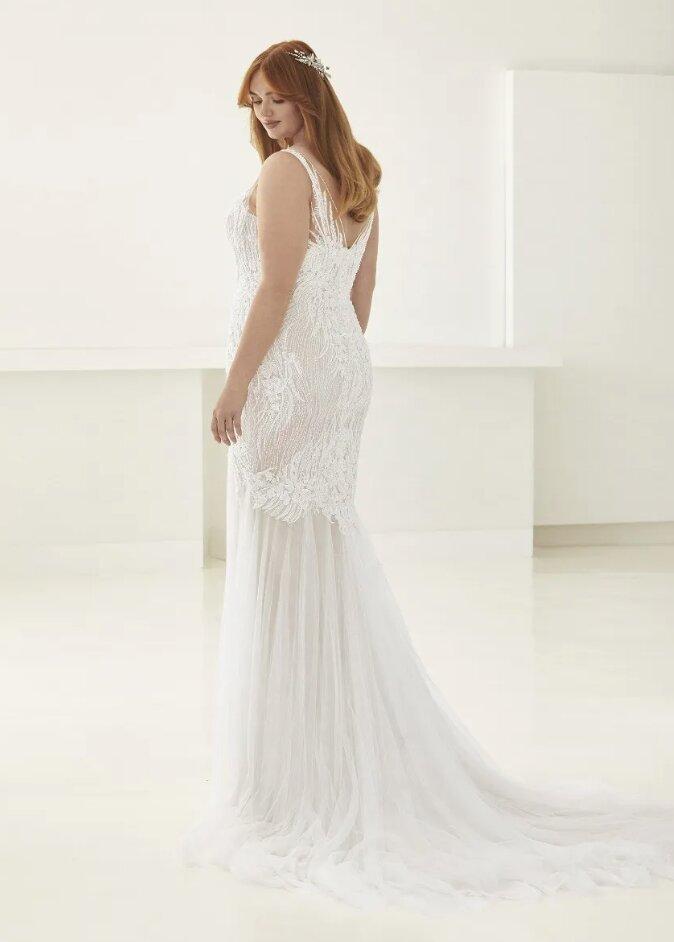 Mermaid Wedding Dress With V-neck by Pronovias - Image 2