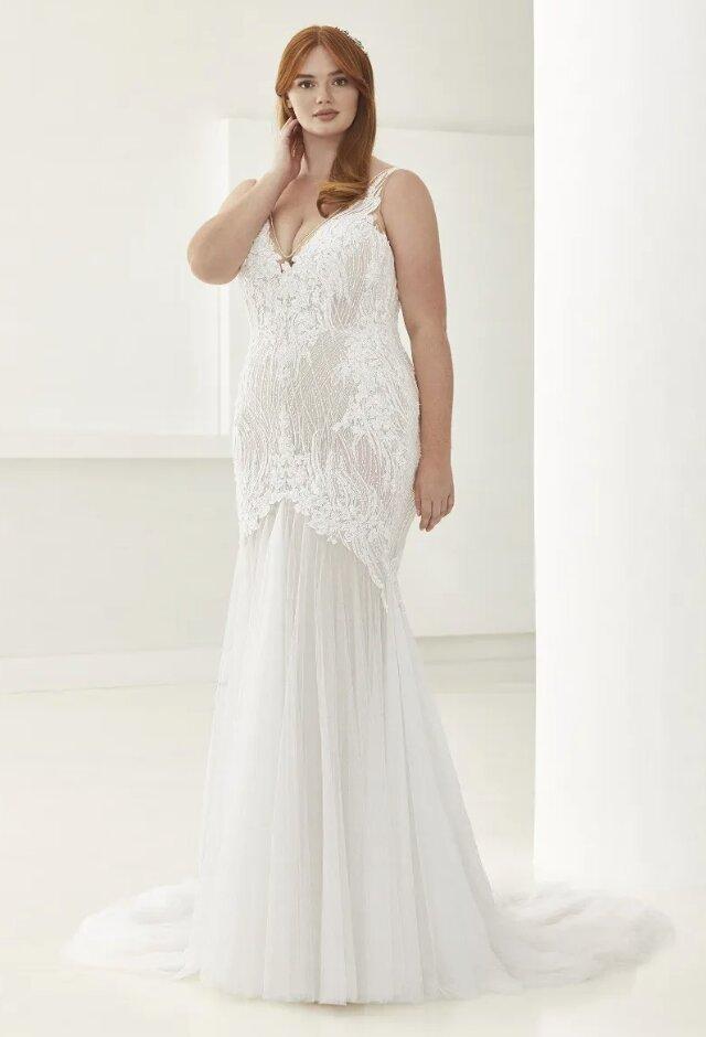 Mermaid Wedding Dress With V-neck by Pronovias - Image 1