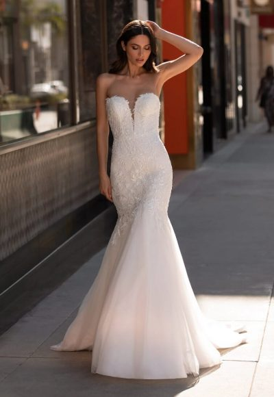 Mermaid Wedding Dress In Embroidered Tulle With Sweetheart Neckline And Open Back by Pronovias