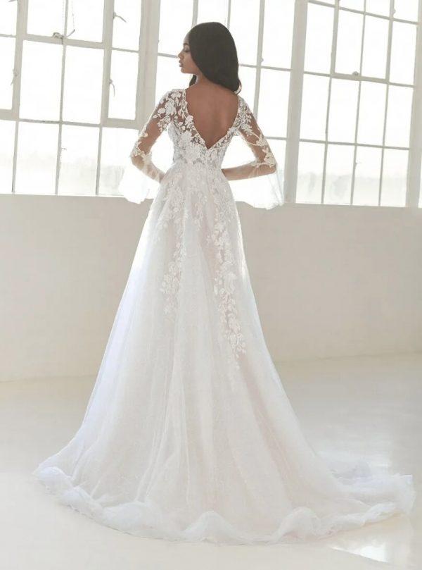 Princess Wedding Dress With V-neck by Pronovias - Image 2