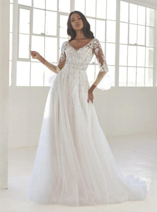 Princess Wedding Dress With V-neck by Pronovias - Image 1