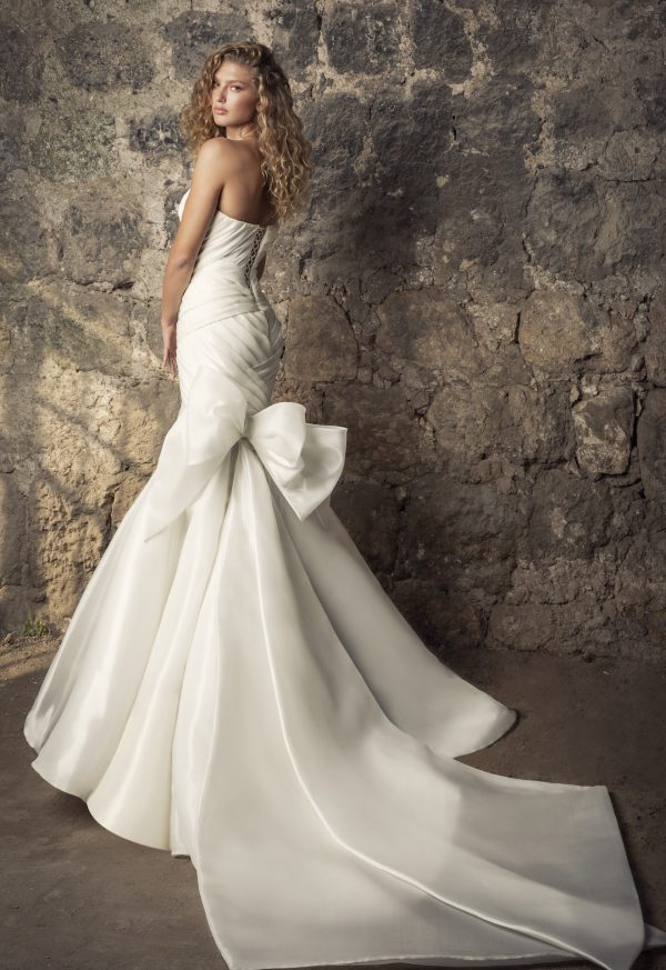 Strapless Sweetheart Neckline Shimmer Organza Mermaid Wedding Dress With Bow by Pnina Tornai - Image 2
