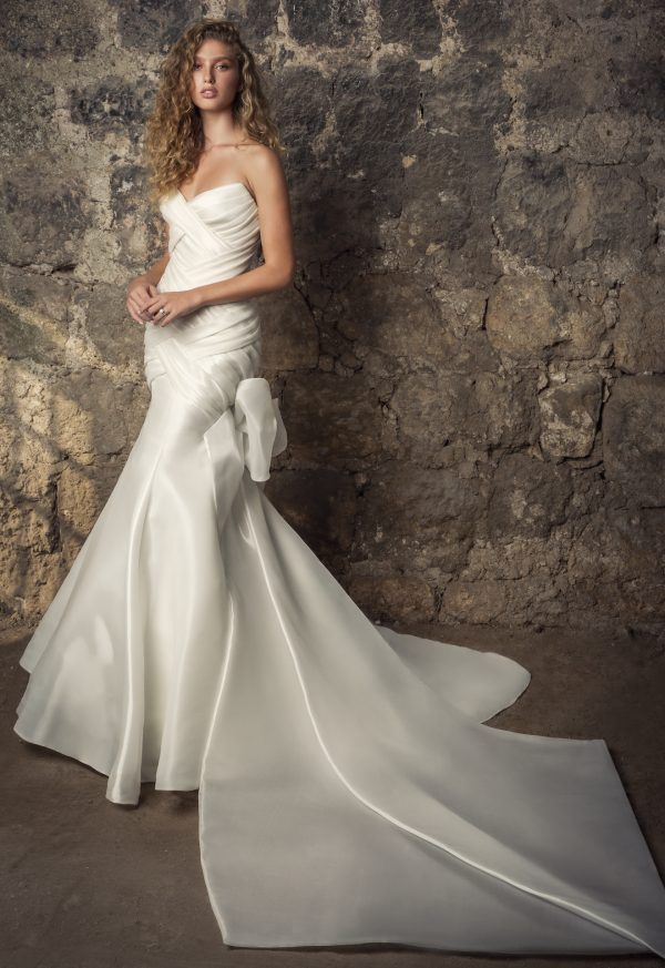 Strapless Sweetheart Neckline Shimmer Organza Mermaid Wedding Dress With Bow by Pnina Tornai - Image 1