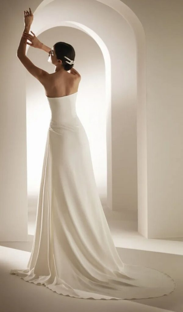 Flared Wedding Dress With Sweetheart Neckline And Open Back by Pronovias - Image 2