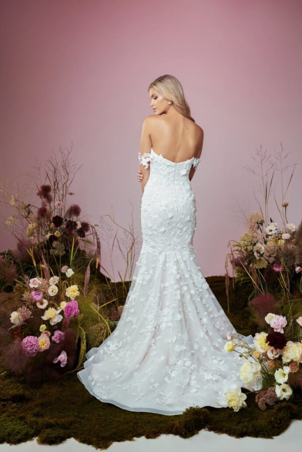 Strapless Sweetheart Neckline Mermaid Wedding Dress With Embroidered Lace And Detachable Sleeves by Anne Barge - Image 2