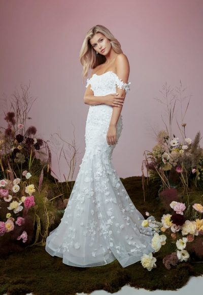 Strapless Sweetheart Neckline Mermaid Wedding Dress With Embroidered Lace And Detachable Sleeves by Anne Barge