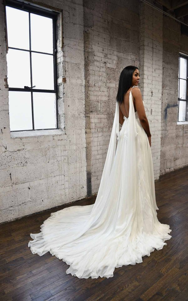 SIMPLE & SOPHISTICATED WEDDING DRESS WITH DETACHABLE STEAMERS by Martina Liana - Image 2