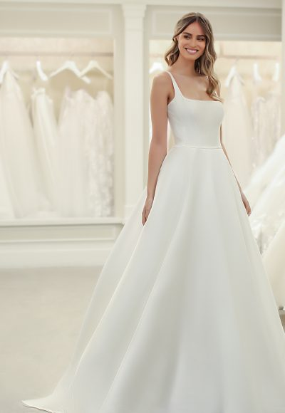 Sleeveless A-line Wedding Dress With Square Neckline by Michelle Roth