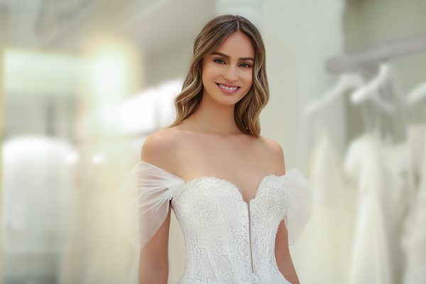Strapless Sweetheart A-line Wedding Dress With Lace Bodice And Tulle Skirt And Detachable Sleeves by Michelle Roth - Image 2