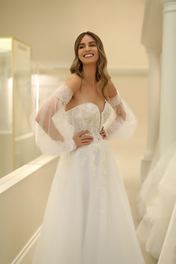 Strapless Sweetheart A-line Wedding Dress With Lace Bodice And Tulle Skirt And Detachable Sleeves by Michelle Roth - Image 1