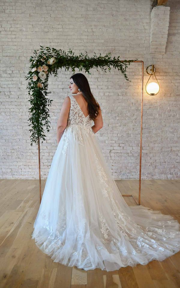 FLORAL LACE PLUS-SIZE WEDDING DRESS WITH PLUNGING V-NECKLINE by Stella York - Image 2