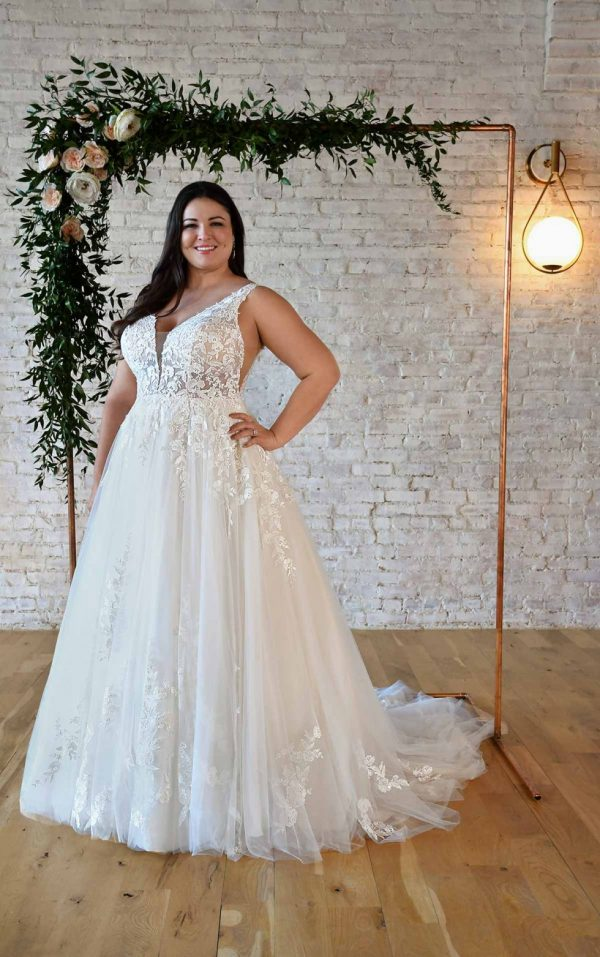 FLORAL LACE PLUS-SIZE WEDDING DRESS WITH PLUNGING V-NECKLINE by Stella York - Image 1