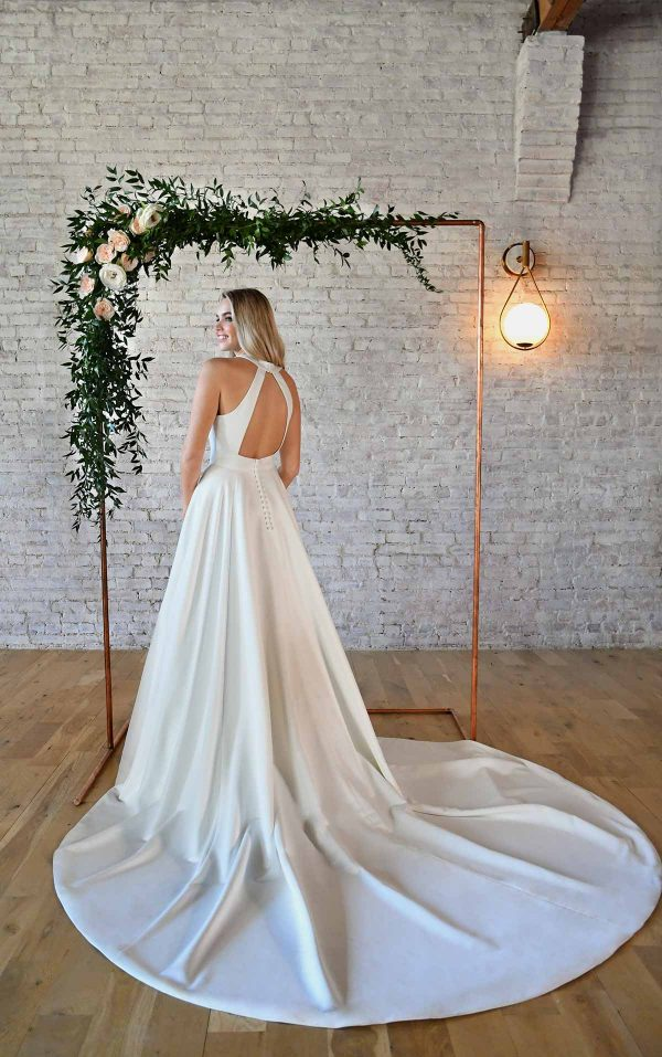SIMPLE WEDDING GOWN WITH KEYHOLE BACK & BOW DETAIL by Stella York - Image 2