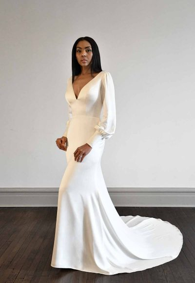 VINTAGE-INSPIRED LONG-SLEEVE WEDDING DRESS WITH OPEN BACK by Martina Liana Luxe
