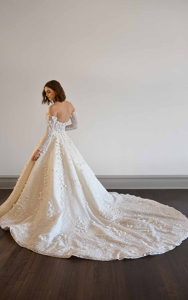 VOLUMINOUS BALLGOWN WEDDING DRESS WITH LONG SLEEVES by Martina Liana Luxe - Image 2