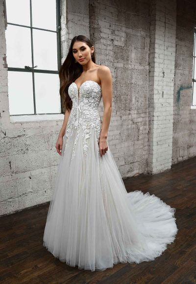 ROMANTIC SWEETHEART NECKLINE WEDDING DRESS WITH FLORAL DETAILS by Martina Liana