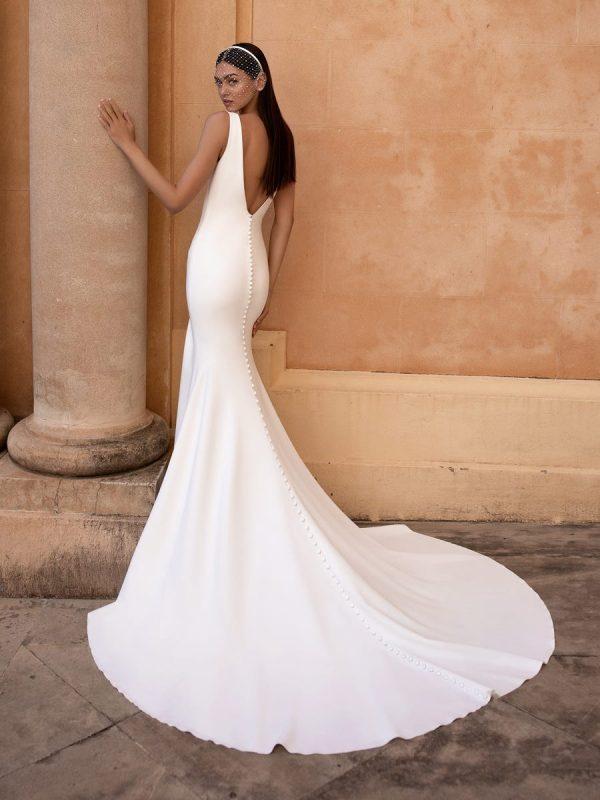 Sleeveless V-neckline Mermaid Wedding Dress by Pronovias - Image 2