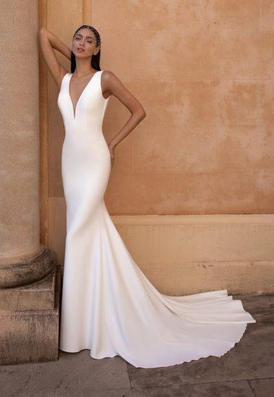 Sleeveless V-neckline Mermaid Wedding Dress by Pronovias